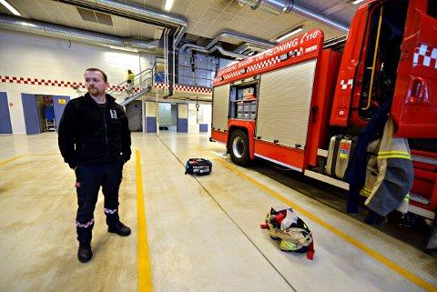 HENDELSE: Kongsberg brann og redning måtte ved ett tilfelle selv reise å hente ambulansen og deretter transportere pasienten til sykehus. Avdelingsleder Rune Toverud vil ha tydeligere linjer om ansvar for beredskapen.