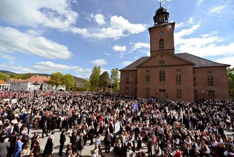 FOLKSOMT: Skolene skal marsjere til Kirketorget. Der blir det taler og musikk.