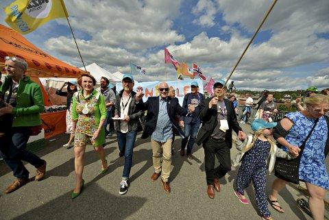 TIDLIGERE FESTIVAL: Ordfører Kari Anne Sand, Bård Vegar Solhjell, fylkesordfører Roger Ryberg, styreleder Juel H. Rye og festivalsjef Kai Gustavsen.