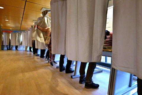 Nesten 40 prosent valgte å ikke stemme i Kongsberg ved årets valg. I Rollag var valgdeltagelsen langt bedre.