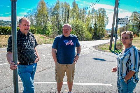 Per Einar Fon (i midten) er ny i politikken. Han brenner for å gjøre Hvittingfoss til et bedre sted for barn og unge. Bildet ble tatt i forbindelse med en FAU-sammenheng, hvor Fon har vært med i tre år.