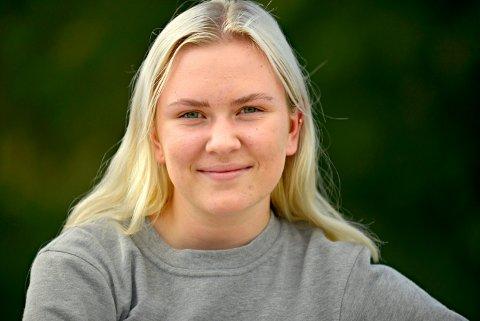 HÅPER: Maia Paulsen (18) er på 4. plass på Flesberg Frps liste ved kommunevalget. Hun håper veldig at hun får plass førstkommende mandag.
