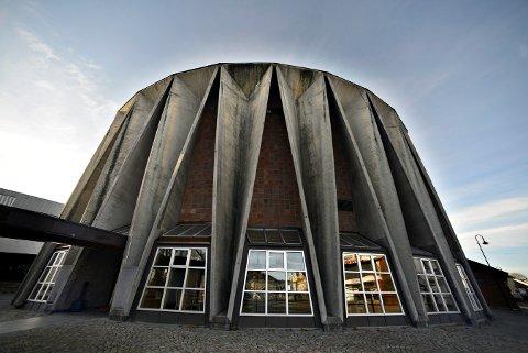 GAMLEKINOEN: Det er fortsatt aktuelt at det gamle kinobygget blir en del av den videregående skolen.