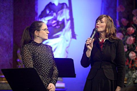 GLEDER SEG EKSTRA: Margit Åsarmoen (t.v.) og Isa Katharina Gericke lover et annerledes jubileum for Glogerfestspillene.