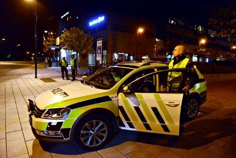TRYGGE MILJØER: Politiet har en viktig oppgave når det gjelder forebyggende arbeid opp mot radikalisering og ekstremistisk vold i Kongsberg.
