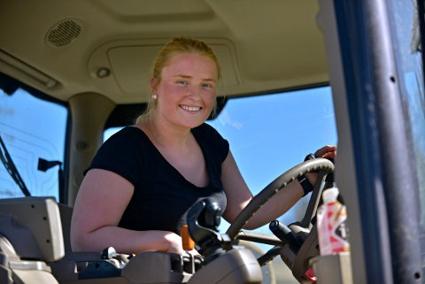 DREVEN: Mona Hedenstad er praktisk talt vokst opp på traktoren.