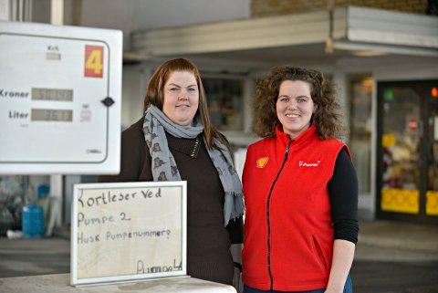 ÅPNER IGJEN: Lene Grøterud (t.v.) og Martine Surlien på Shell Hostvedt åpner igjen onsdag 8. april med flunkende nytt gatekjøkken.