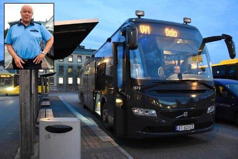 STARTER OPP IGJEN: Vy starter opp igjen ruta Oslo-Notodden som normalt med første avgang mandag klokka 03.20. Selskapets Thorolf Kasin oppfordrer alle til å kjøpe billett på Nettbuss.no på forhånd, også for å tildelt et sete med avstand til andre for å følge smittevernreglene.