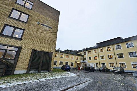 BERØRT: To ansatte på Kongsberg sykehus har fått påvist korona.