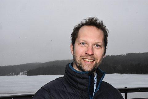ISRACE: Prosjektleder Telemark Ring, Henrik Frisak ønsker fart, spenning og blest rundt Telemark Ring. Nå har han sådde et frø om israce på Elgsjø allerede til vinteren.