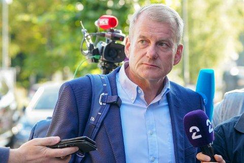 BEKLAGER: Skipresident Erik Røste etter et møte i forbindelse med konflikten mellom skiforbundet og Clas Brede Bråthen.