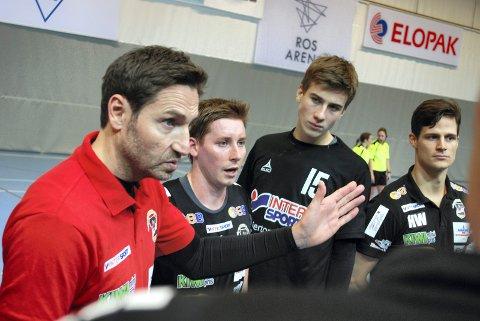 """MÅ VÆRE """"PÅ"""": St. Hallvard-trener Glenn Solberg tror det blir en tøff kamp mot Kolstad i ROS Arena søndag."""