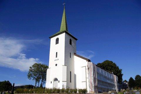 KLART FOR KONFIRMASJON: Årets første konfirmasjonsgudstjenester foregår i Frogner og Tranby kirke førstkommende helg. Bildet viser Tranby kirke.