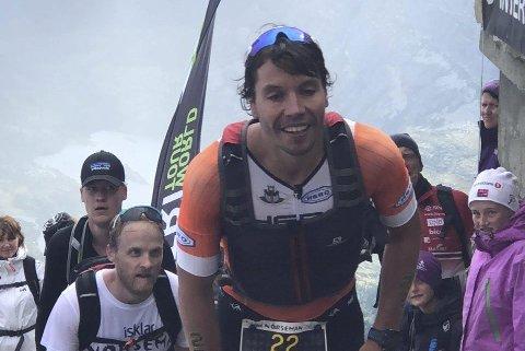 Full klaff: Marius Elvedal ble nummer fem i årets Norseman. Sylling-mannen leverte en imponerende avslutning, og hadde beste løpstid på de siste fem kilometerne opp til Gaustatoppen.