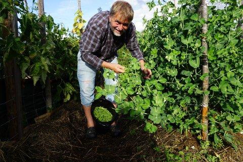 GARTNER: Anders Nordrum har lang erfaring som gartner, og har de senere årene blitt opptatt av dyrking i et beredskapsperspektiv. Foto: Privat