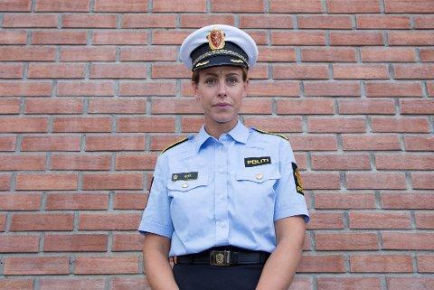 PÅ VAKT: Politikontakt Inger Marthe Gelius i Lillestrøm forteller at det ventes mange ungdommer ute i kommunen denne helgen.