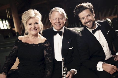 Juletiro: Elisabeth Andreassen, Ole Edvard Antonsen og Didrik Solli Tangen er klar for å skape julestemning landet rundt. Foto: presse