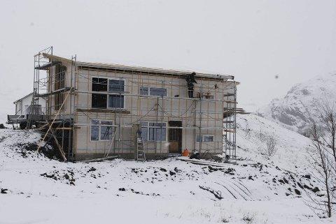 Et av husene som er under bygging i Steinfjorden for tiden.