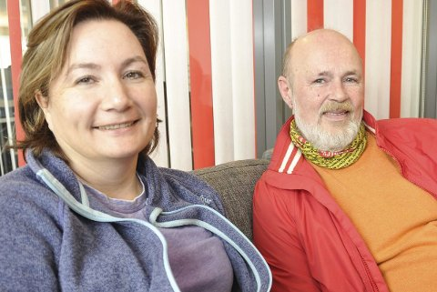 Fest: Leder Tona Stokka og navnefestansvarlig Tore Coughlin forbereder navnefest 23. mai. Foto: Lise Fagerbakk