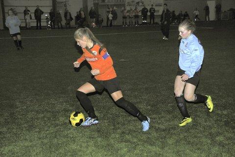 Ballstad: Thea Sofie Sørensen er en av dem som drar for jentene. Foto: Sten Vian