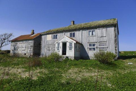 Borgvær: Eierne av øya Borgvær på Vestvågøy har fått 500.000 fra Riksantikvaren til restaurering av bygg. Eierne overtok øya i 2004.