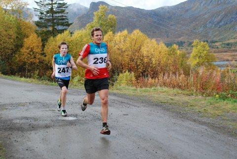 Hallvard Schjøllberg ledet med knappe meteren foran Johan Nordeng ut av Kongsmarka.