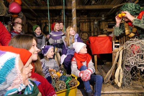 Barna er klare for musikkteater på Røst lørdag.