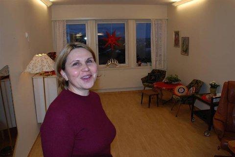 Julia Korniyenko, avdelingsleder ved post 3 på Vestvågøy sykehjem ønsker seg flere retromøbler til stua på sykehjemmet.