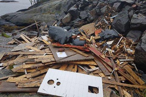 IKKE GODKJENT: Såkalte søppelbål må ryddes før helga.