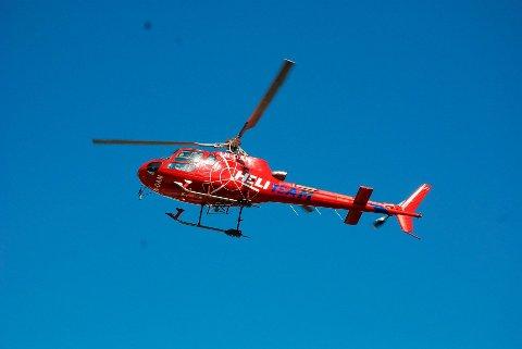 Heli-Team: Helikopterselskapet fra Harstad skal nå hjelpe Svolvær Alpinklubb med arbeid i bakken, etter å ha landet der uten lov en søndag morgen. Her fra en tidligere oppdrag i Vågan.