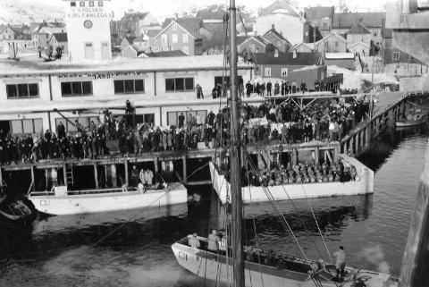 Lofotraidet: Engelske landgangsfartøy i Svolvær havn, under Lofotraidet. Foto: Bildene tilhører Lofoten Krigsminnemuseum