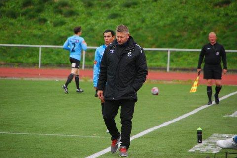 Betenkt: LFK-trener Robin Hansen.