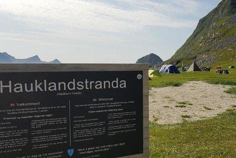 Hauklandstranda på Vestvågøy får egen friluftsforskrift.