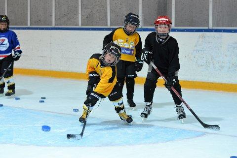 Høyt tempo: Det var full fart ute på isen når vi besøkte Moss Hockey breddes høst-camp denne uken