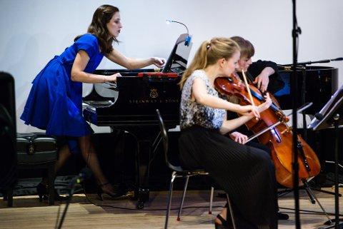 TIL ARENA: Ensemble neoN-trio.