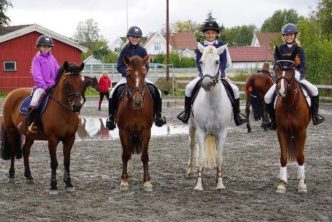 Fra venstre: Tia Berg, Ayla Berg, Amalie Eik og Olivia B Malmo.