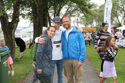 DELTOK: Eva Gylseth, Linus Gylseth (15) og Dan Erik Kristiansen var blant de mange som besøkte Moss Miljøfestival i Kanalparken lørdag. SVEIP OVER OG SE FLERE BILDER.