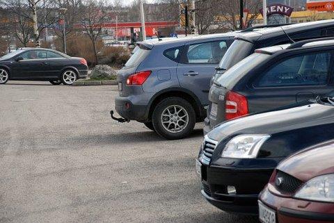 MANGE STIKKER AV: Det er mange som har opplevd å få bilen bulket uten at den ansvarlige etterlater noe informasjon.