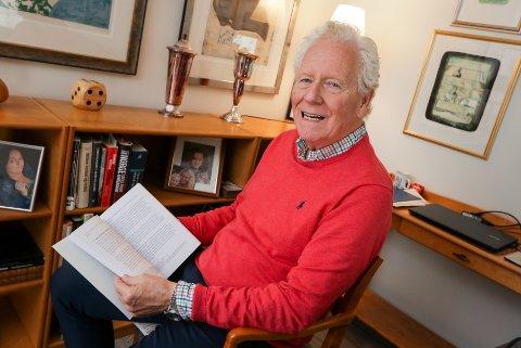 DR.PHILOS: En godt fornøyd Ørnulf Wikstrand Andresen er tilbake i stua hjemme i Moss etter sin doktordisputas i Tromsø.