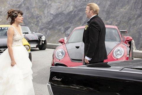 Kathrine Thorborg Johansen (Sylvia) og Anders Baasmo (Roy) ryker uklar på bryllupsdagen i Børning 3.