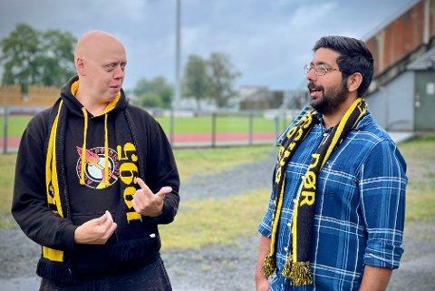 KJØPTE ALT: Jan Erik Syverud (t.v.) og Daniel Sriskantharajah i Kråkevingen er fornøyde etter at supporterklubben «raidet» billettsalget.
