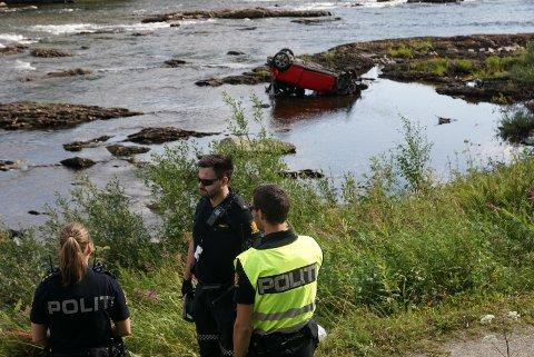 ULYKKE: Fredag 6.august havnet en bil langt ute i Namsen etter en utforkjøring sør for Namsskogan sentrum.