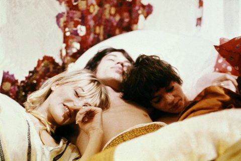 Å ha trekant er en av de vanligste sexfantasiene nordmenn har, her illustrert med et stillbilde fra den en gang svært så kontroversielle filmen «Performance» fra 1970 med Anita Pallenberg, Mick Jagger og Michele Breton i sving.