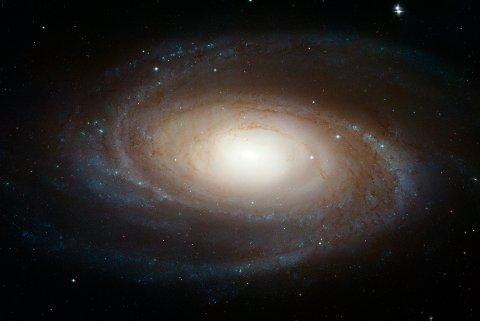 Galaksen Messier 81 ligger rundt tolv millioner lysår fra jorden, og det er herfra forskere har oppdaget nok et gjentagende radioglimt.