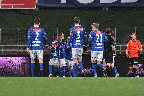 Ranheim jublet for seier mot Åsane. I sentrum: Ole Sæter.