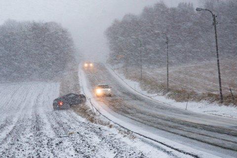 Mellom Ranheim og Være har en bil kjørt ut av veien.