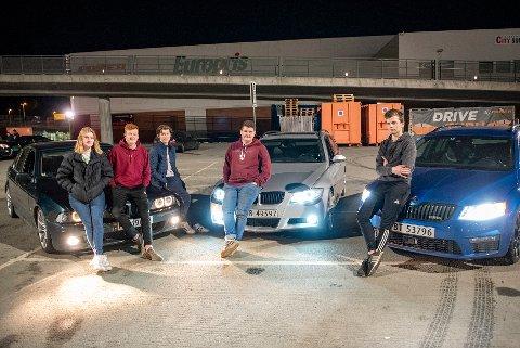 f.v. Inga Wahl, Joakim Langolf, Brage Haga, Benjamin Ytterdal og Sebastian Sivertsen Hol var blant de fremmøtte på parkeringa ved XXL på Tiller fredag kveld.