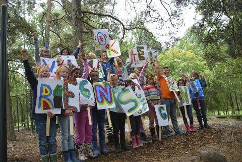 KLONGIANERNE: En ny regnskogstamme dukket nylig opp på Kastellet skole, i form av klasse 4c. PRESSEFOTO/TV-aksjonen