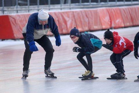 SPREK: Skøytekongen sammen med unge talenter på Valle Hovin i 2010. Arkivfoto: Andreas Lindbäck