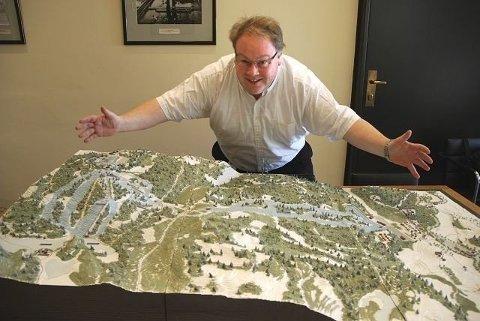 Tidligere byråd Bård Folke Fredriksen (H) forteller om utbyggingsplanene for Klemetsrud. Arkivfoto: Vidar Bakken